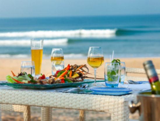 gourmet beach lunch and dinner