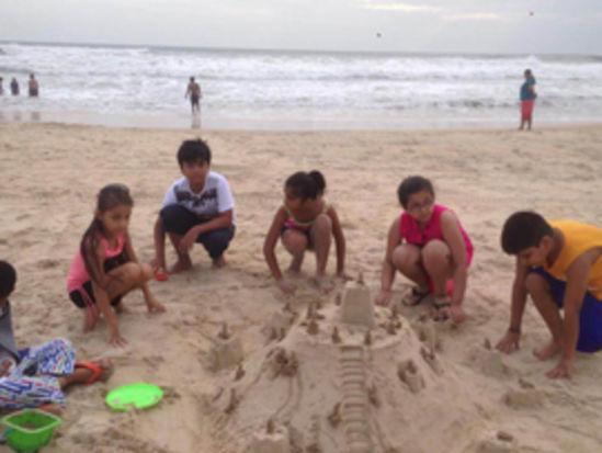 sand playing caravela beach resort