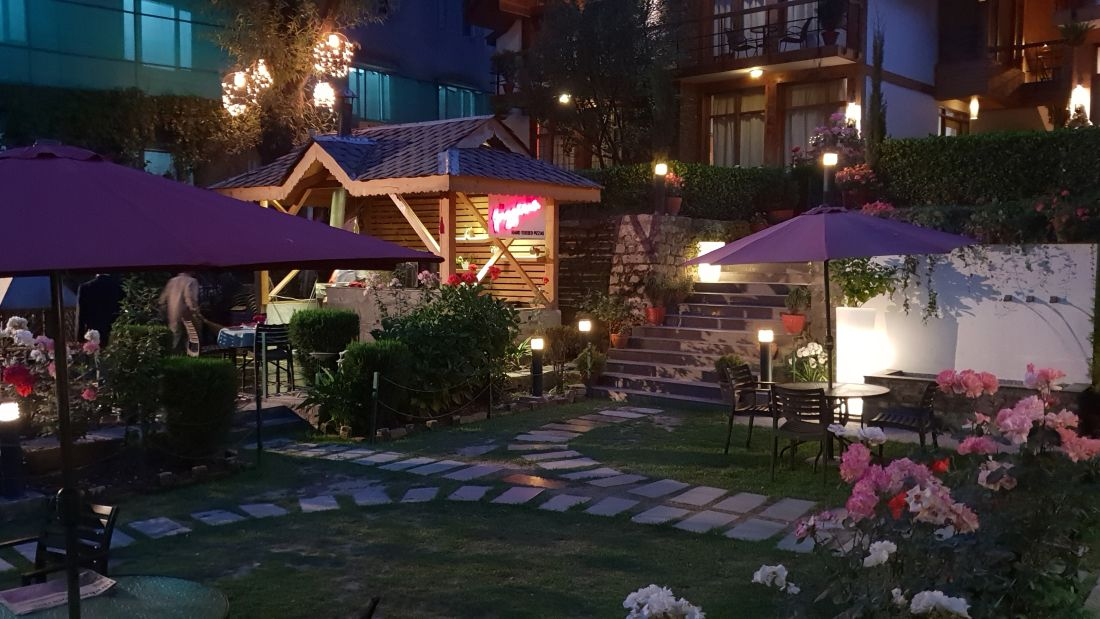 Renest River Country Resort  Manali| Lawn Area