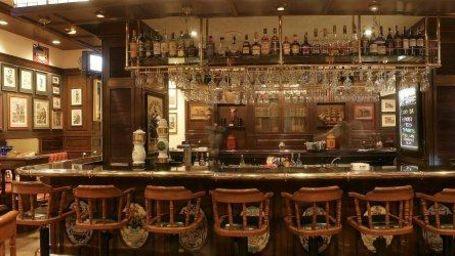 Geofferys The Pub at Hotel Marine Plaza Mumbai