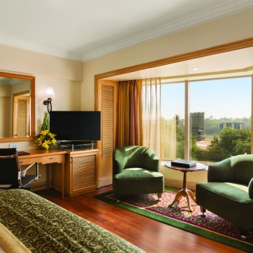 Deluxe Room at Hotel Ramada Plaza Palm Grove Juhu Beach Mumbai, 5 star hotel rooms in Mumbai
