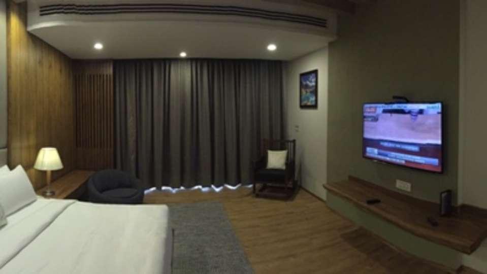 Moksha Himalaya Spa Resort, Parwanoo Chandigarh Royal Suite 2 Moksha Himalay Spa Resort parwanoo 1