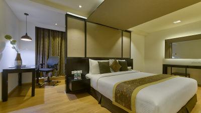 DELUXE SUITE BED ROOM at Davanam Sarovar Portico Suites Bangalore
