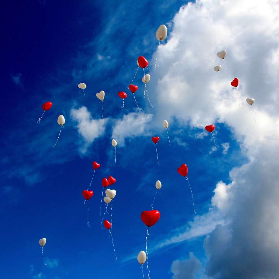 alt-text balloon-1046658 1920