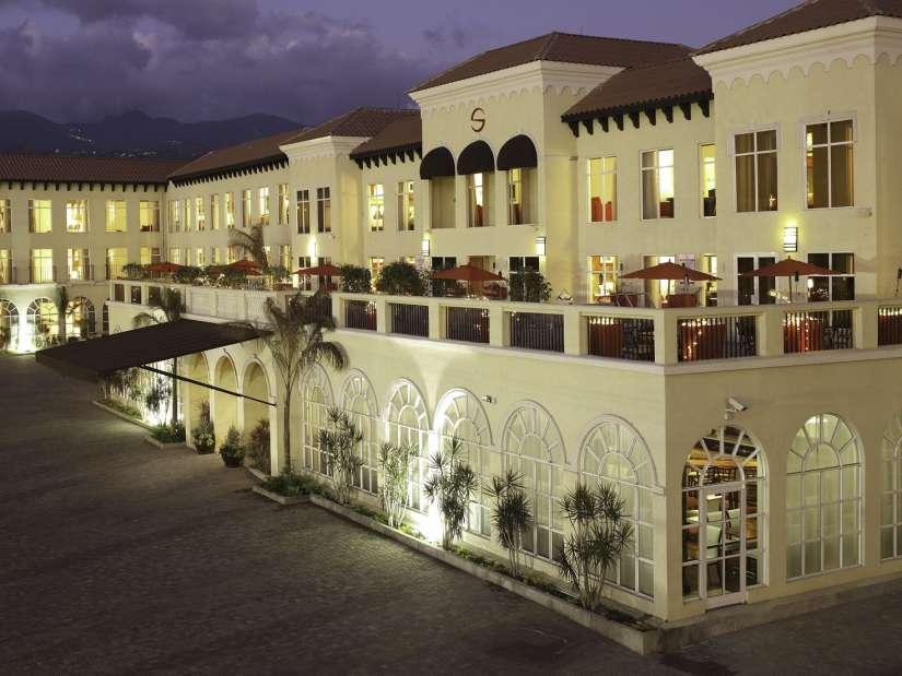 Spanish Court Kingston. Hotel in Kingston, Exterior 2