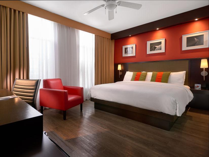 Deluxe King, Spanish Court Hotel, Kingston