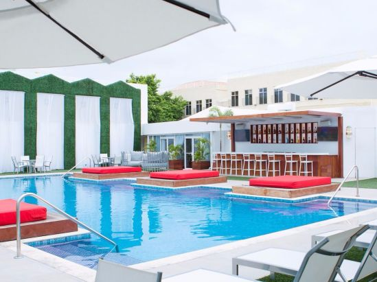 Cabana Pool Bar, Spanish Court Hotel, Kingston