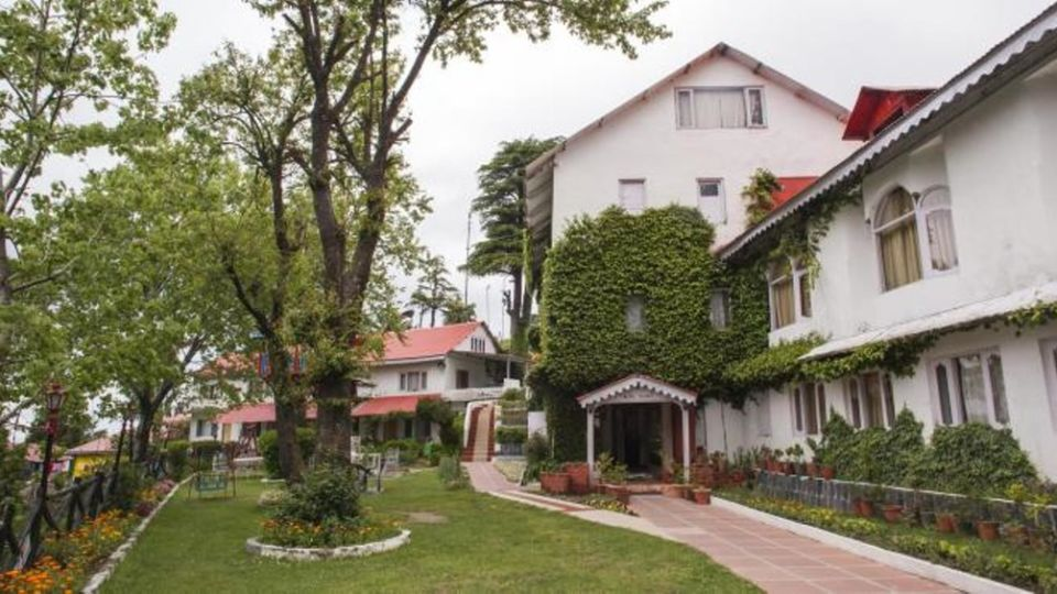 Hotel Enterance alps resort dalhousie