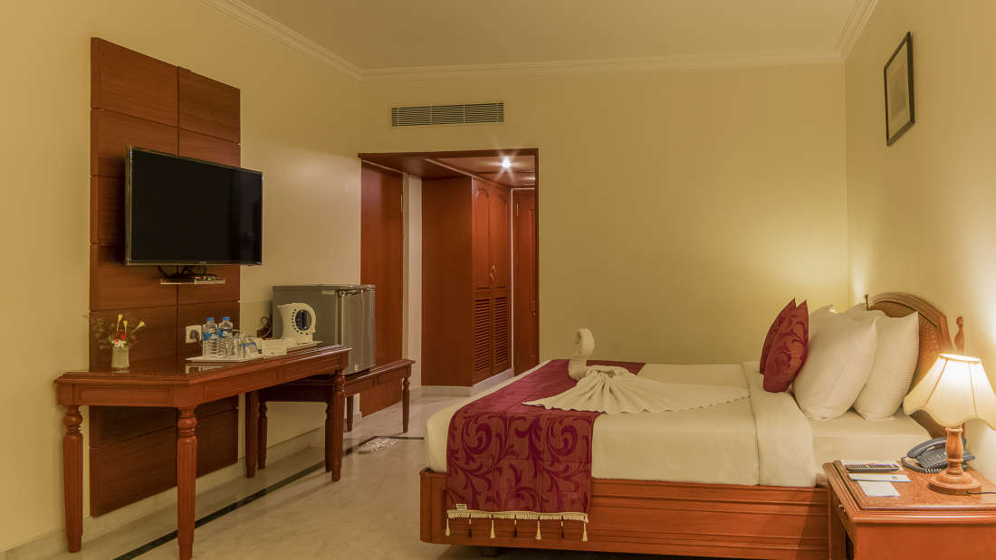 Hotel Annamalai International, Pondicherry Pondicherry Annamalai Suite - Bed Room Hotel Annamalai International Pondicherry 4