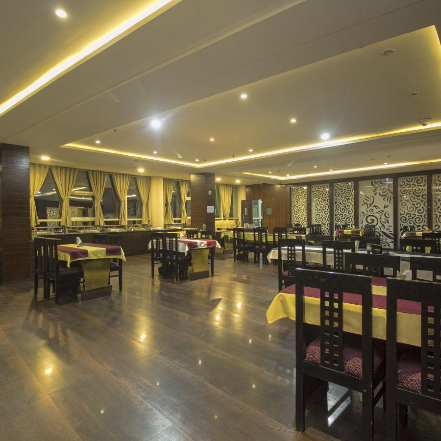 alt-text Multi-cuisine restaurant in darjeeling