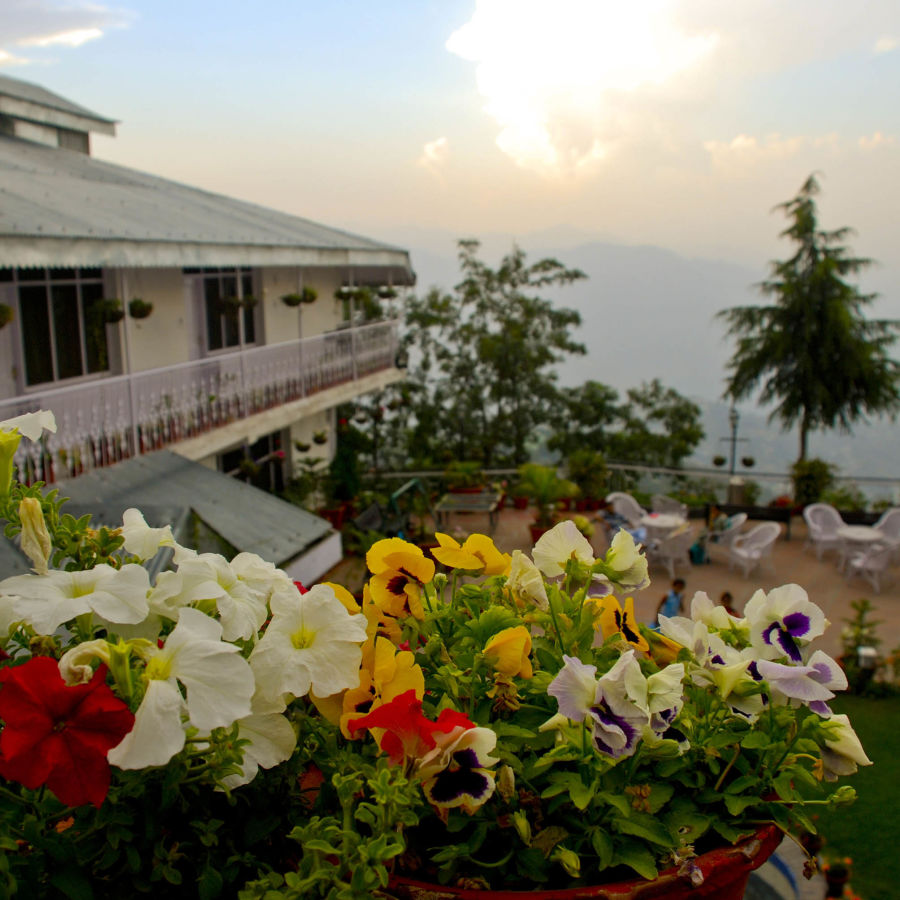 alt-text outside view of hotel mount view, best hotels in dalhousie 3