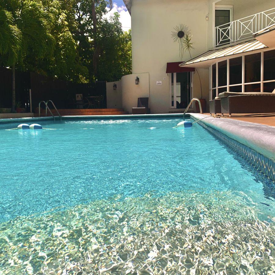 alt-text pool foot level