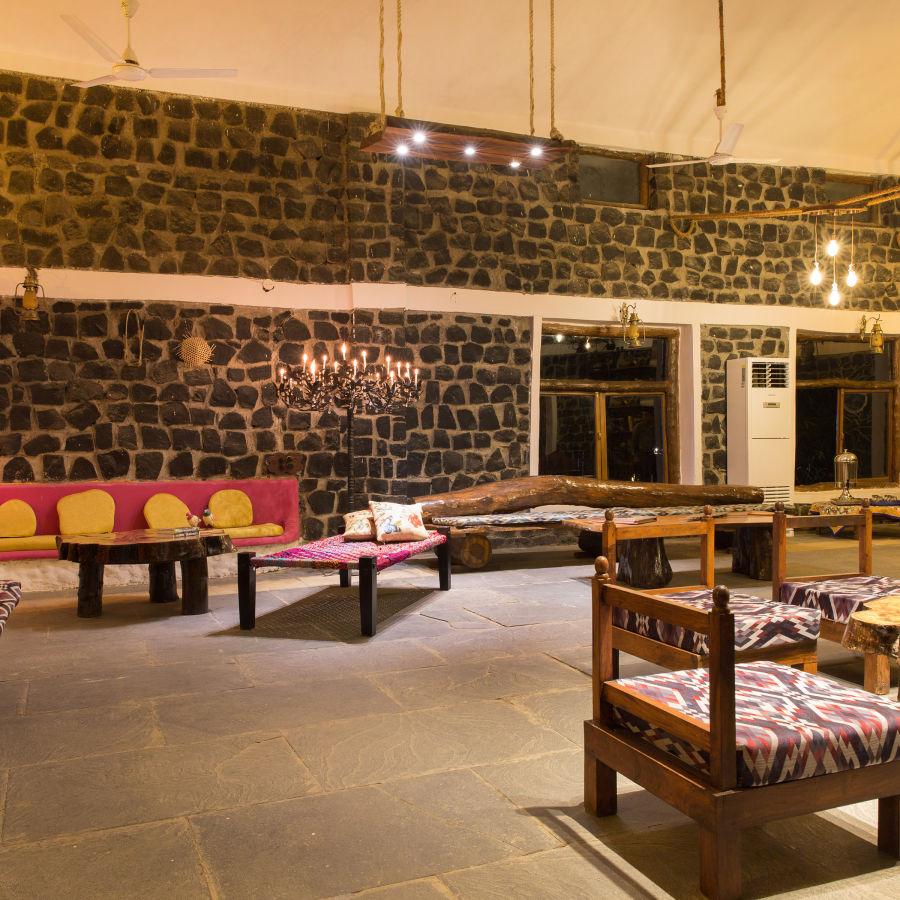 alt-text Lobby Sitting Area, Bush Dinner,  Rosa Bandhavgarh Meadows 4