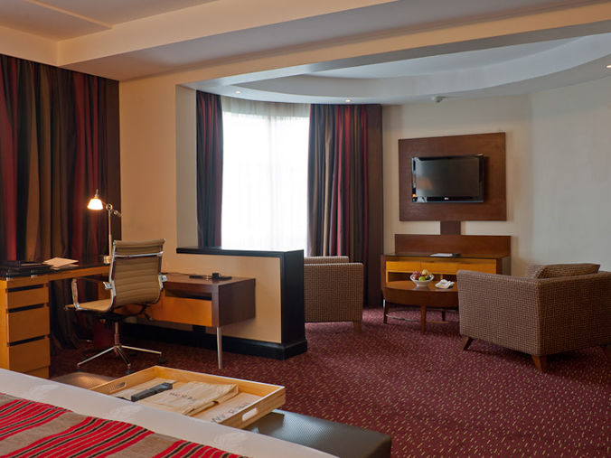 Deluxe room lounge area - Rooms in Nairobi