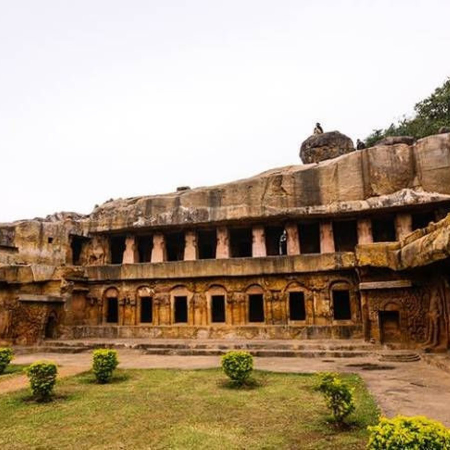 udayagiri-caves-khandagiri-bhubaneshwar-tourist-attraction