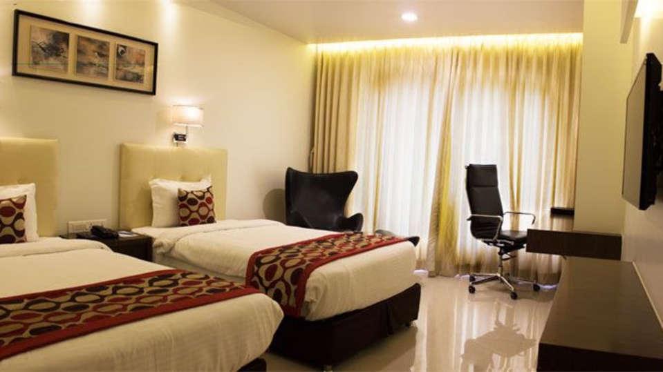 Deluxe Room Twin Bedding 1