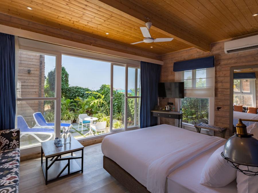 alt-text Living Room Chalet- The Living Room Beach Resort Morjim