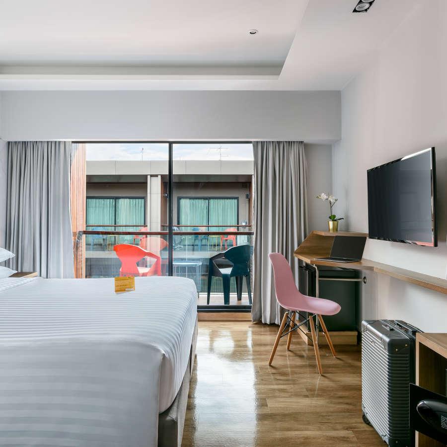 alt-text Hotel Vela Be Bangkok Ratchathewi - Vela Balcony Room King Size Bed B