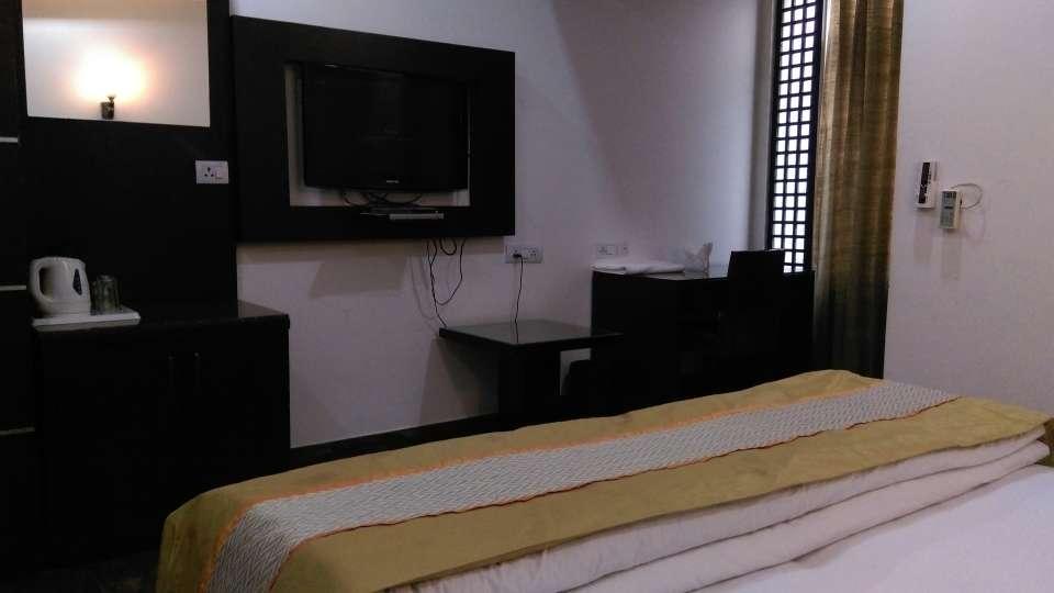 Hotel Aadhar, Gurgaon Gurgaon Deluxe Room 3 Hotel Aadhar Gurgaon