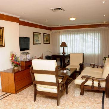 Suites in kolkata  Polo Floatel Calcutta Kolkata  Budget Hotels in Kolkata 3