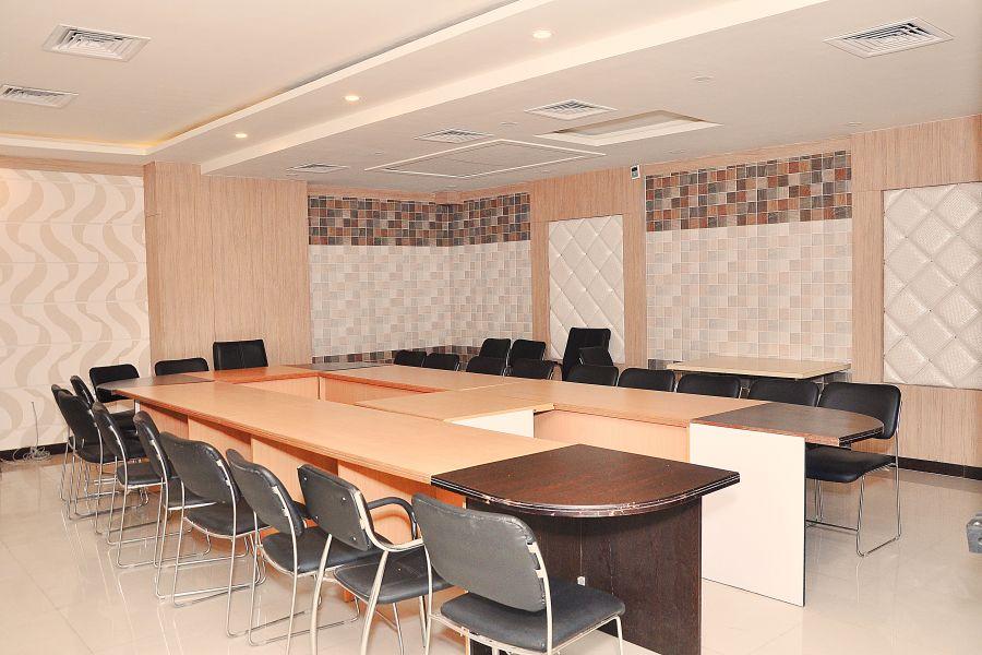 alt-text 24 Meeting Room
