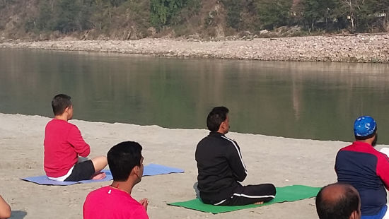 Blissful Yoga at the private white sand riverside at The Glasshouse on the Ganges above Rishikesh Uttarakhand 9, hotels in rishikesh