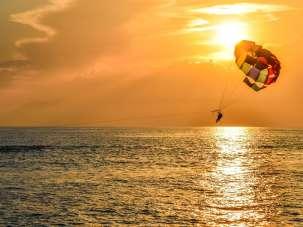 parasailing-3844326 1920