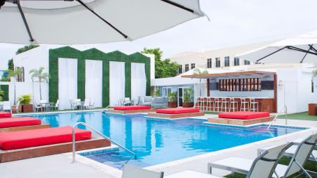 Cabana Pool Bar, Spanish Court Hotel, Kingston