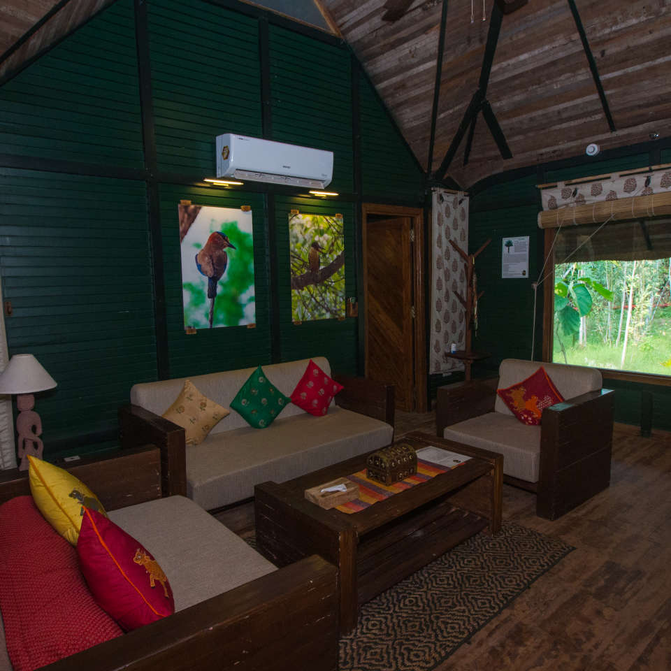 LUXURY HUTS LIVING ROOM