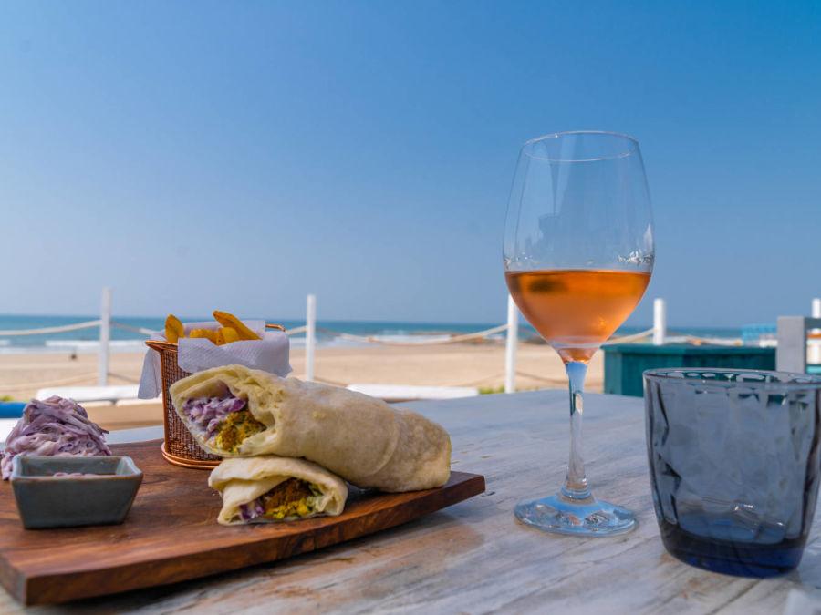 alt-text Restaurant in Morjim  Living Room Beach Resort 20