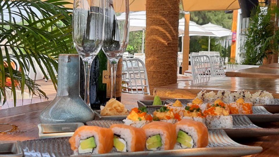 Restaurant in Morjim, Living Room Beach Resort 5