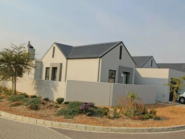 2 Bedroom House for sale in Eersterivier, Eersterivier