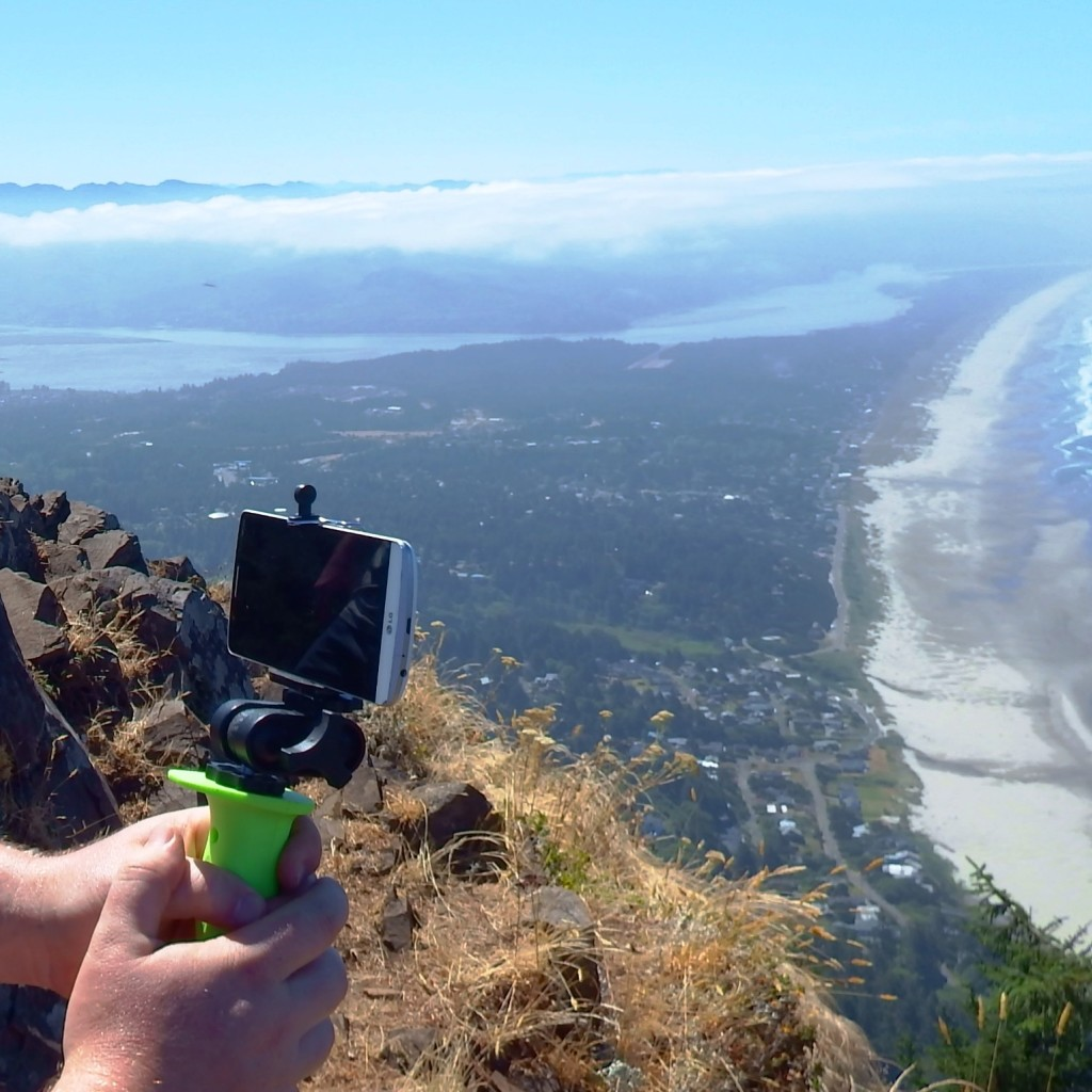 Get a firm grip on your phone and steady your shot as you take the perfect panoramic masterpiece!