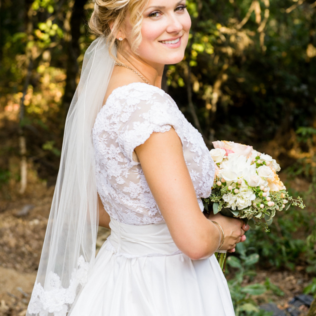 Kelli Thomsen - Portland Oregon Bridal Makeup Artist & Hair Stylist