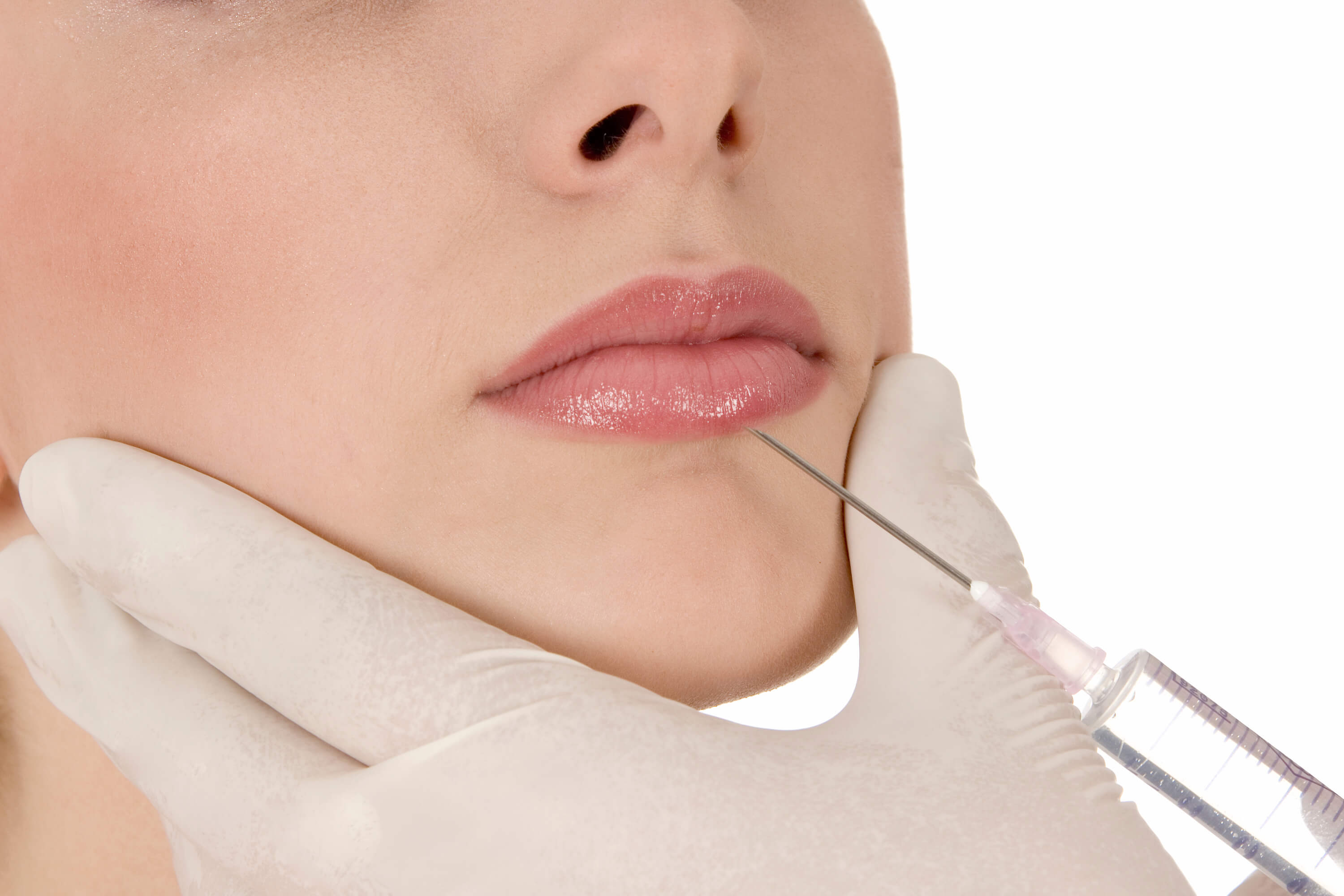 woman getting injection to lips to enhance her lip shape
