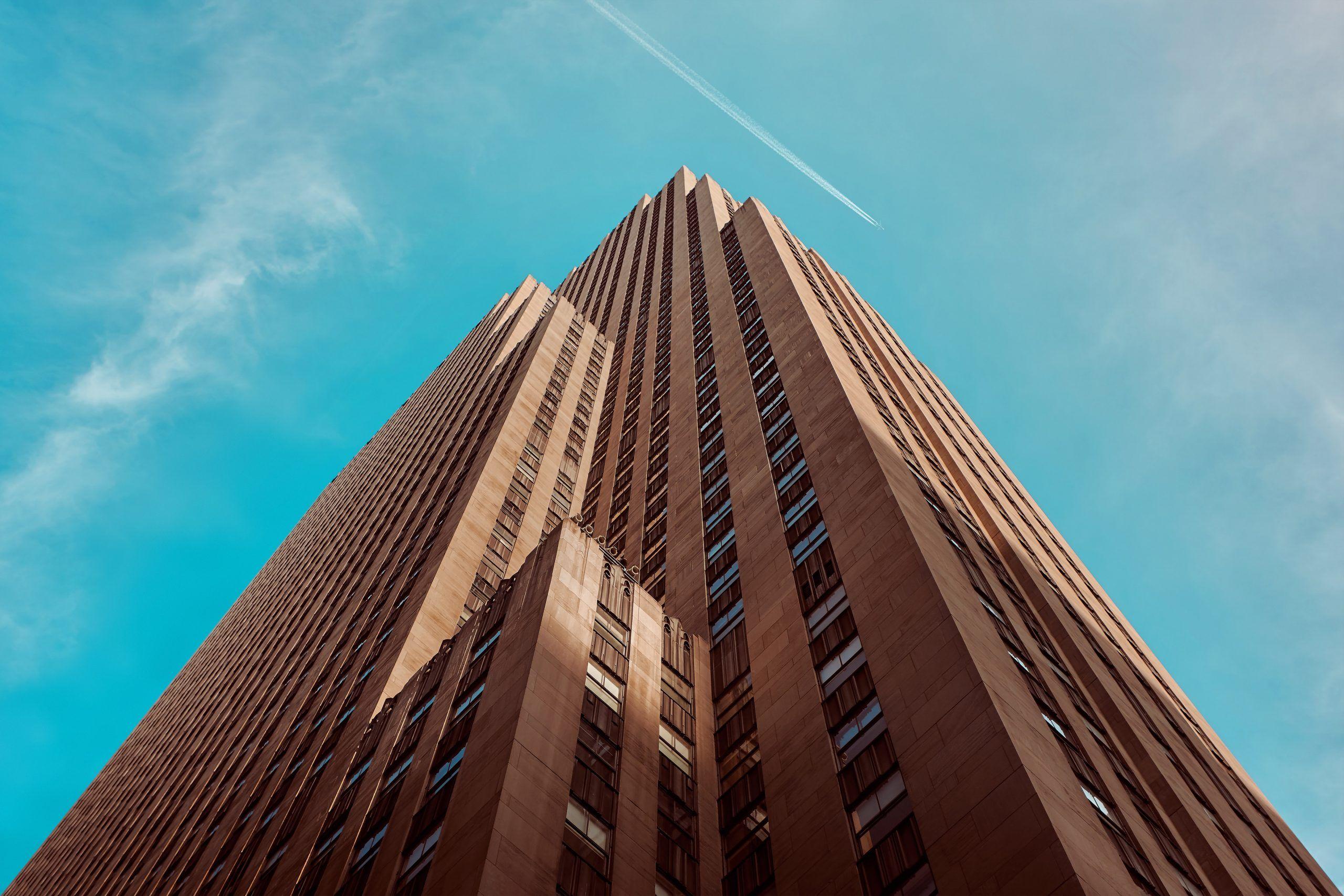 Le Rockefeller Center, qui abrite le sommet du rocher au-dessus