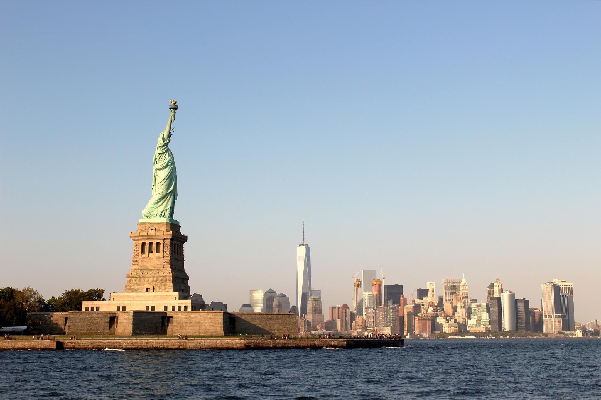 La Statue de la Liberté avec l'horizon de New York en arrière-plan