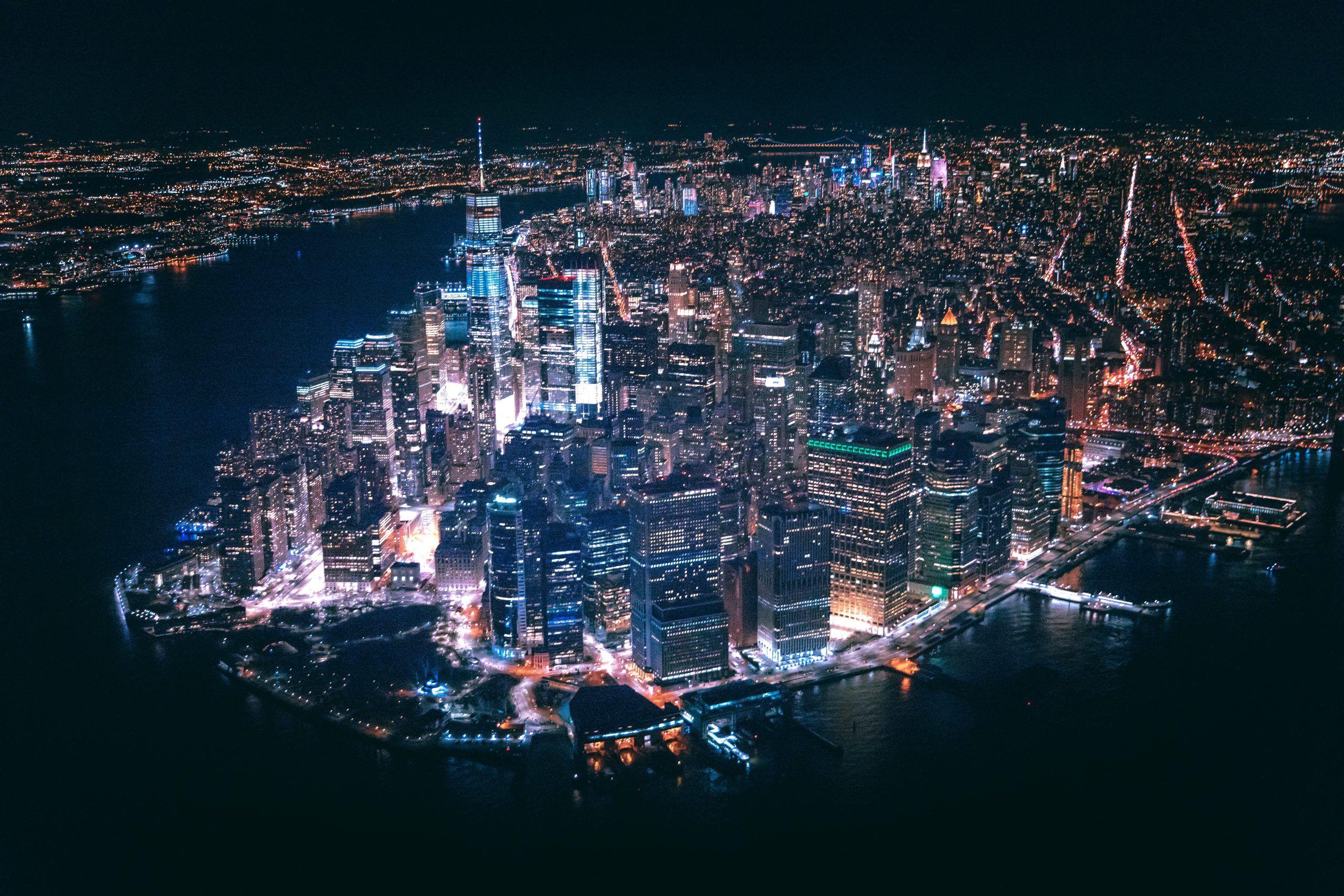 Vista nocturna de Nueva York desde un tour en helicóptero
