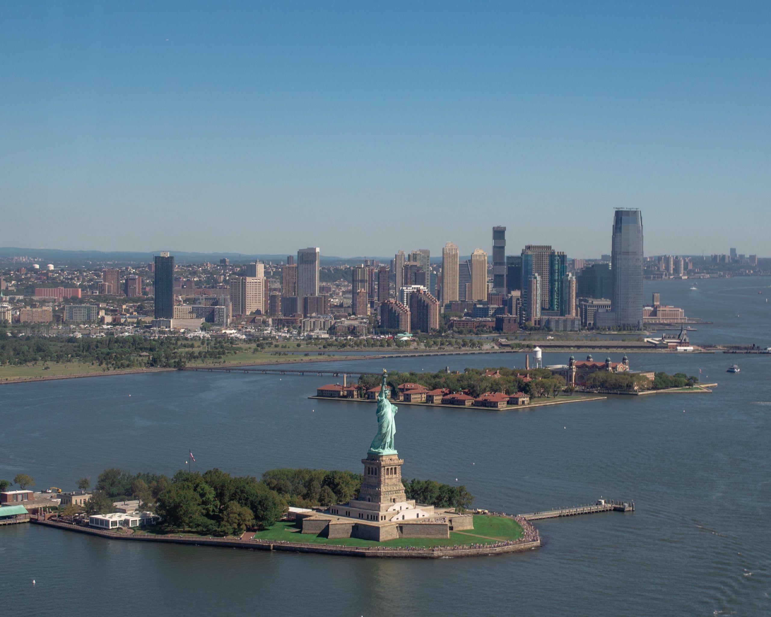 La Estatua de la Libertad, vista desde el tour en helicóptero