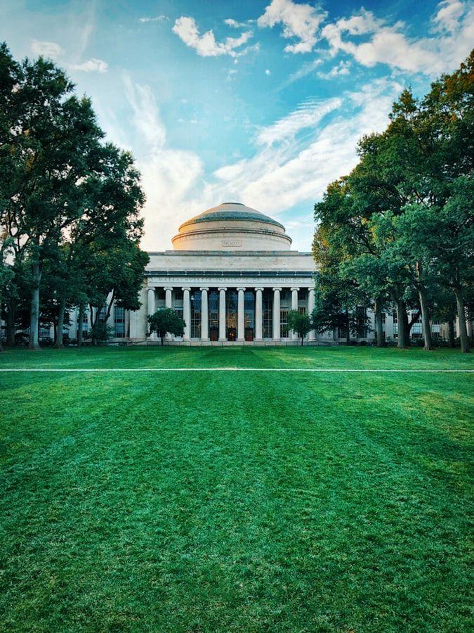 Edificio centrale del centro di Tecnologia del Massachusetts (MIT)