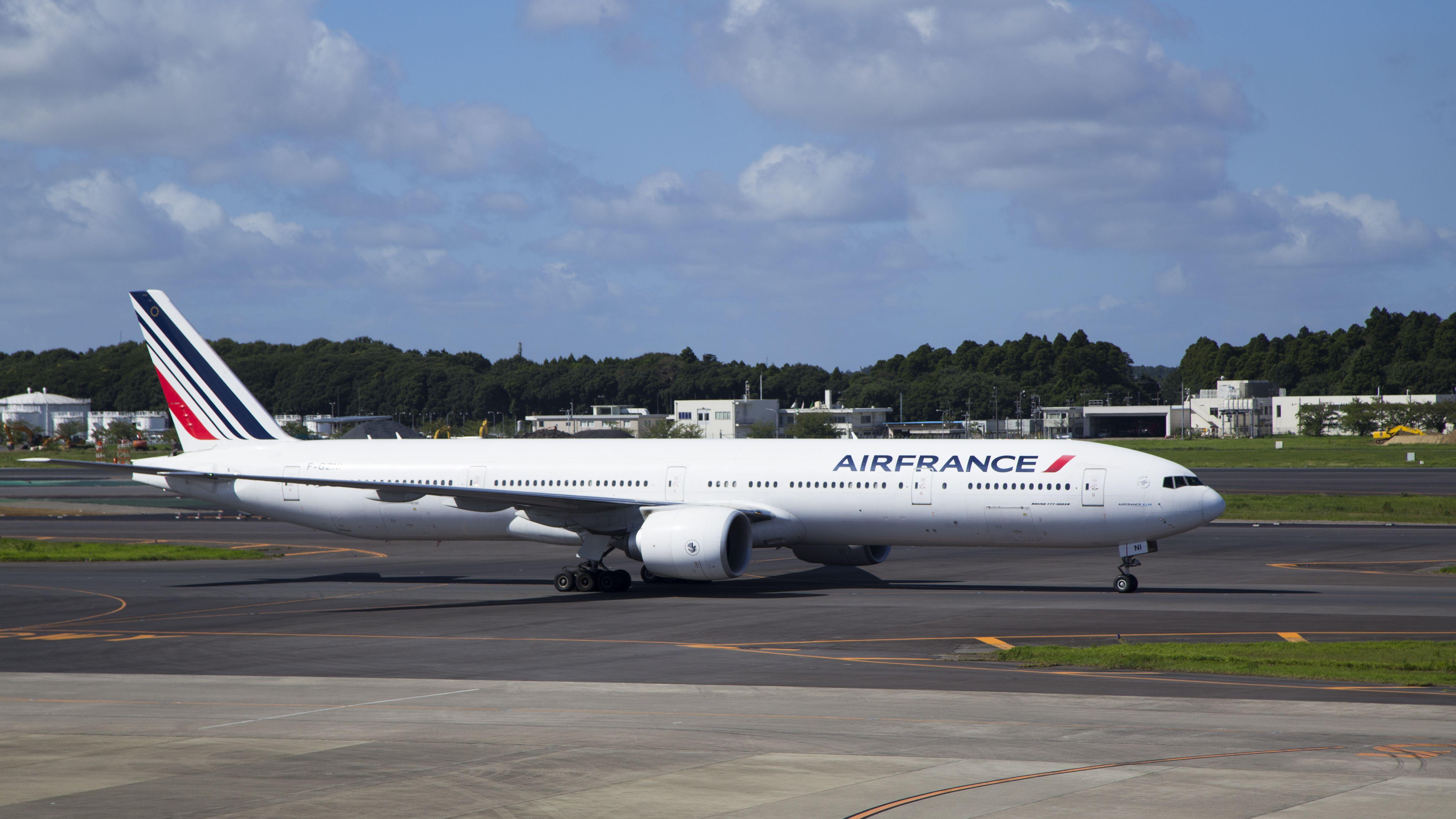 Boeing 777-328 ER