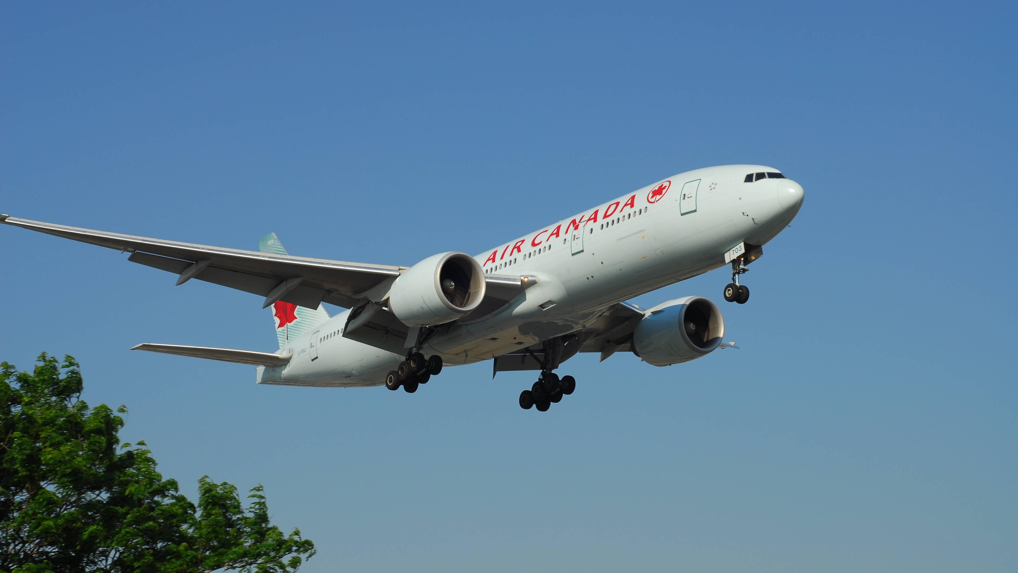 Boeing 777-233(LR)