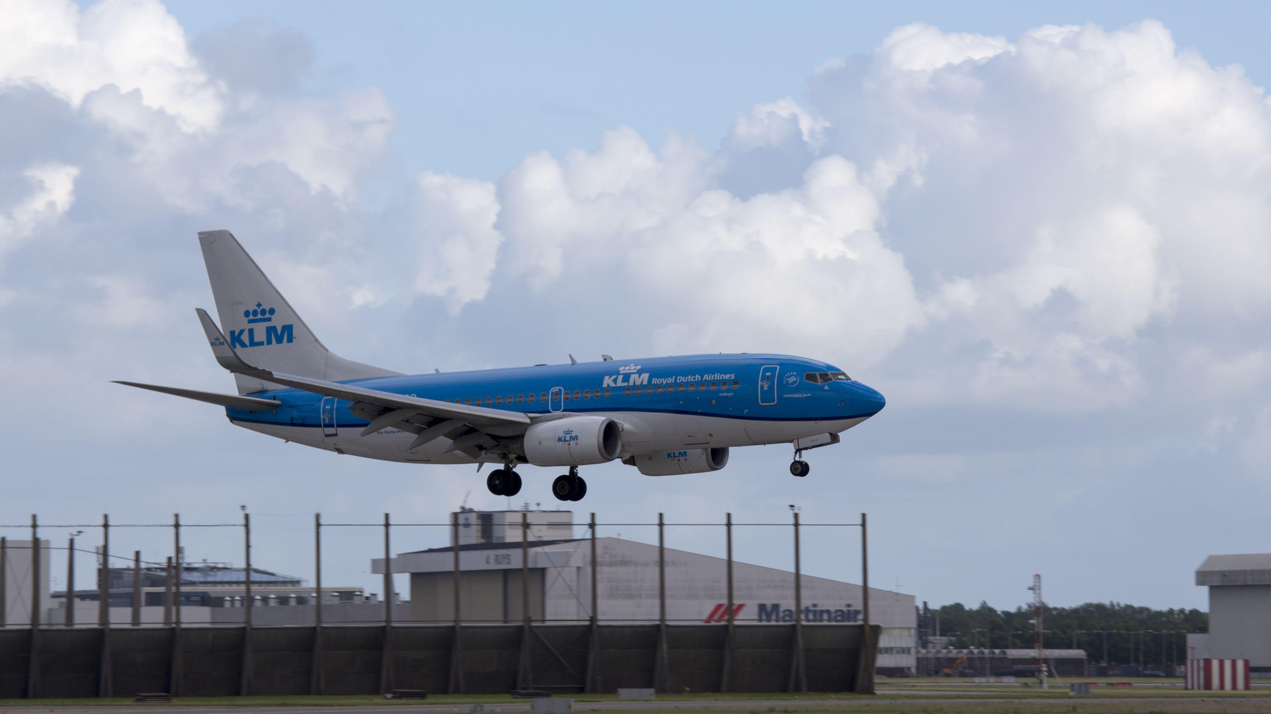 Boeing 737-7K2 WL