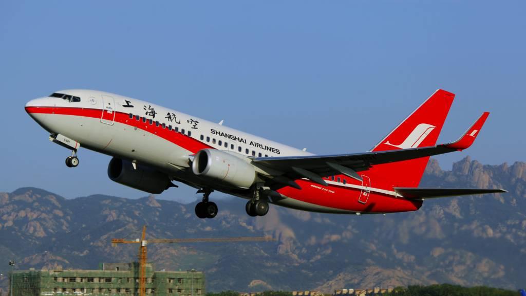 Boeing 737-76D