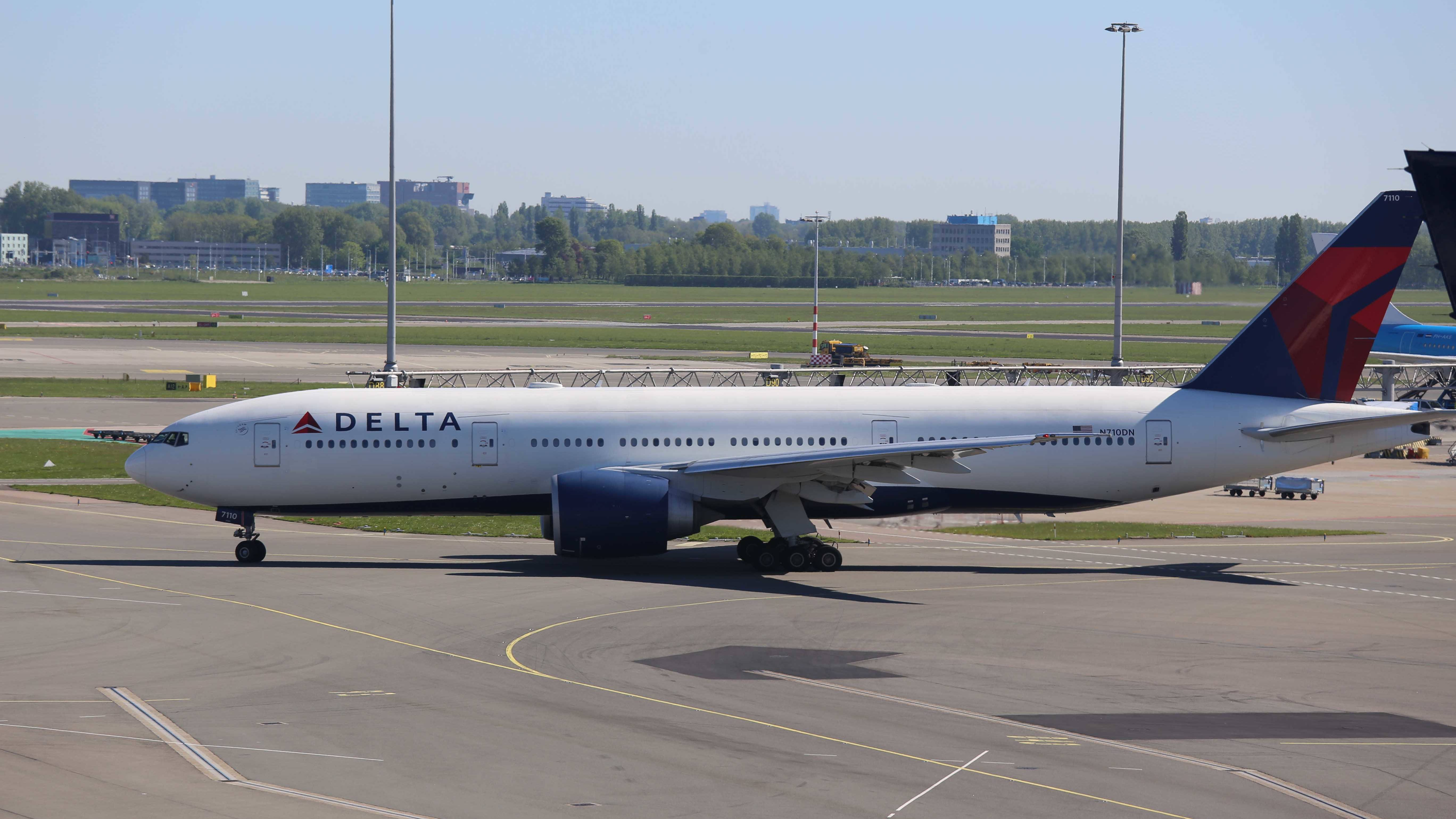 Boeing 777-232(LR)