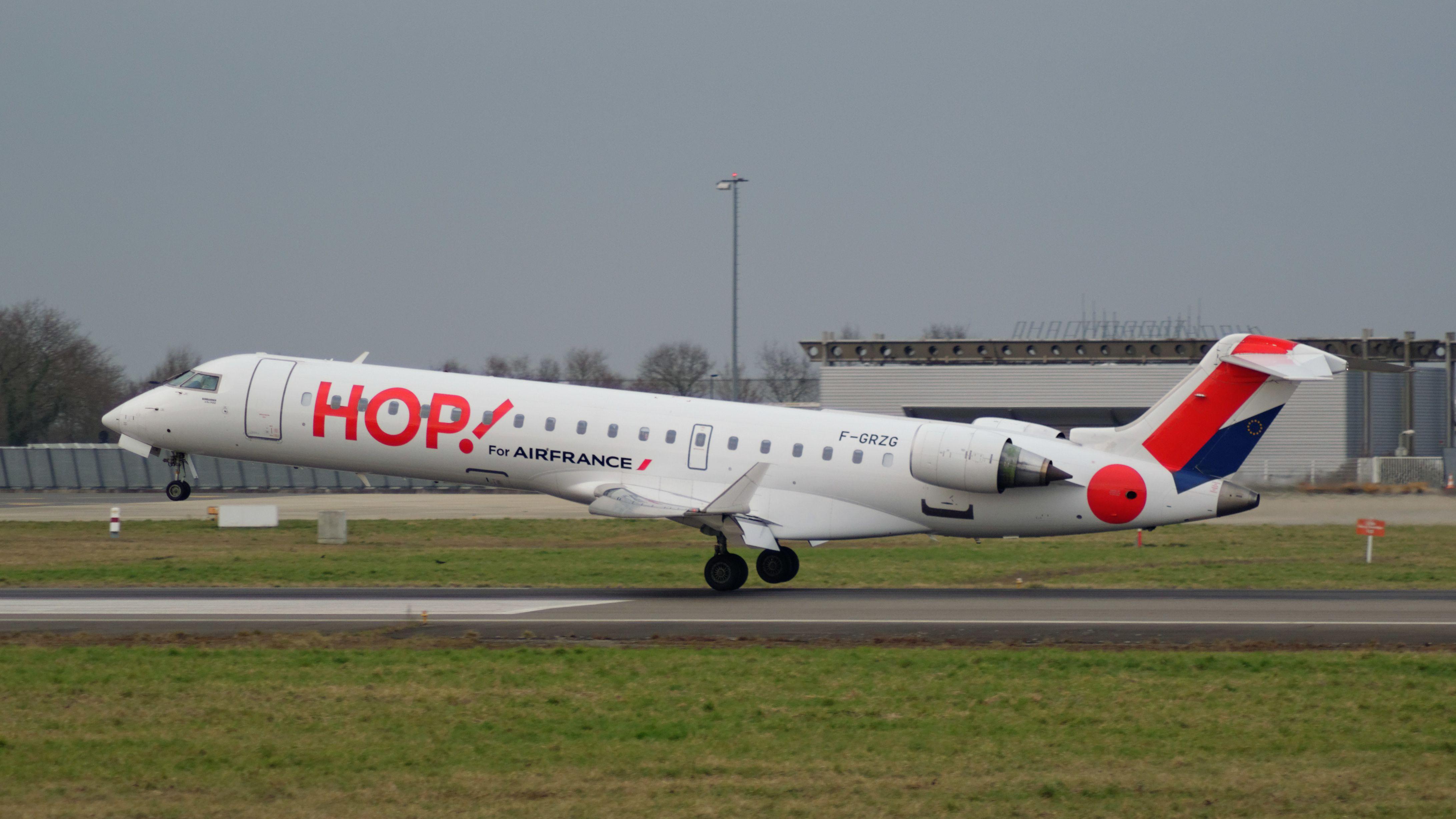 Canadair CL-600-2C10 Regional Jet CRJ-701