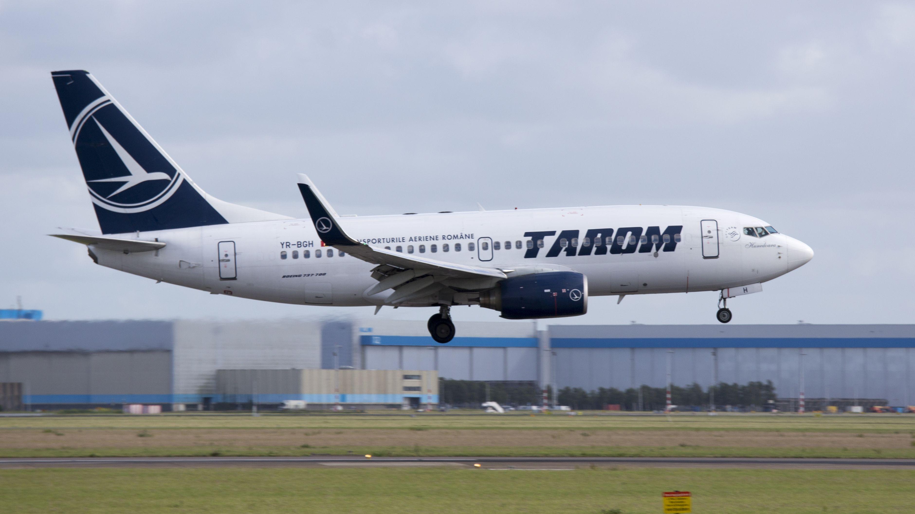 Boeing 737-78J(WL)