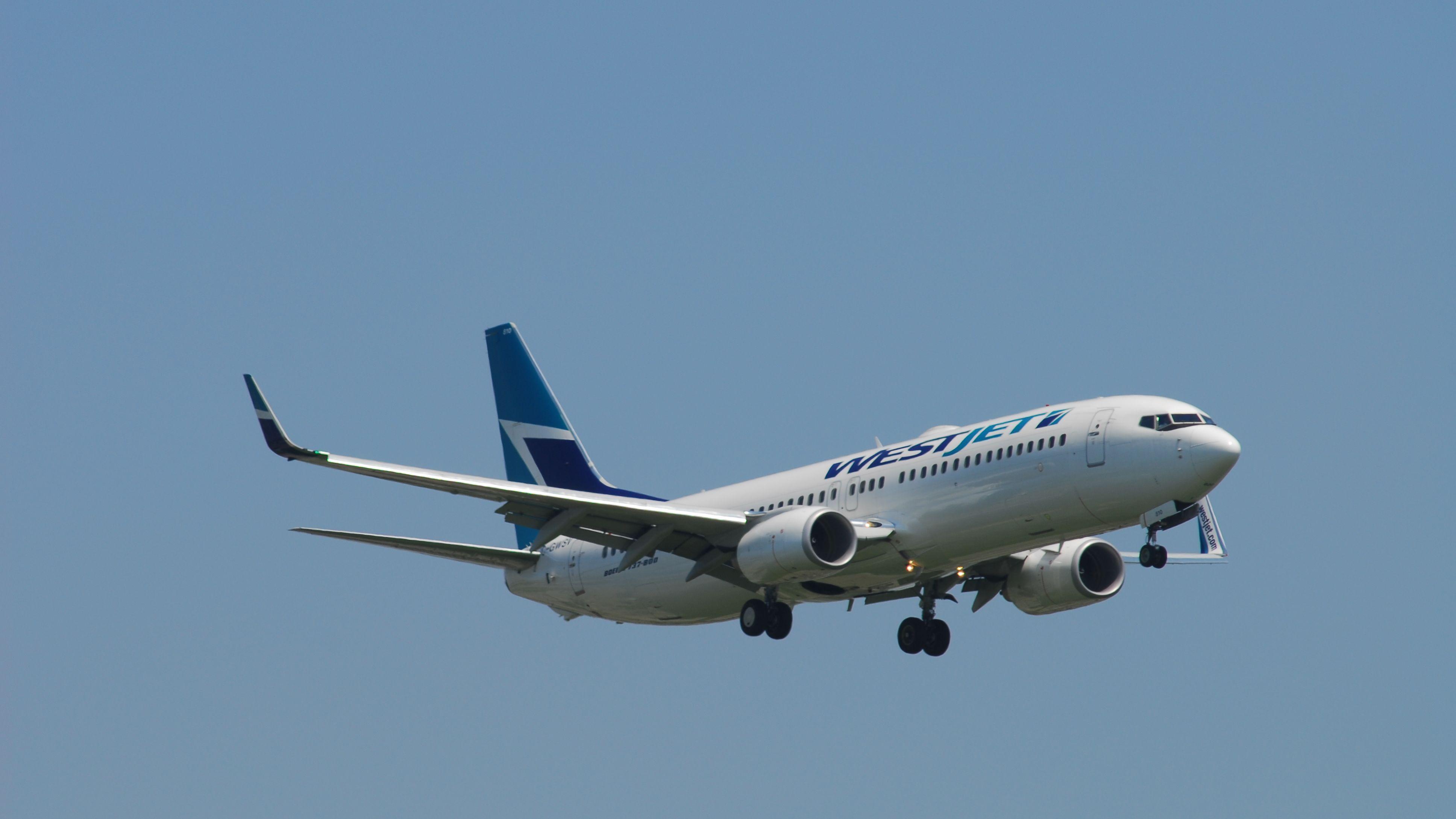 Boeing 737-8CT