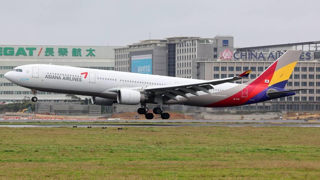 Airbus A330-323