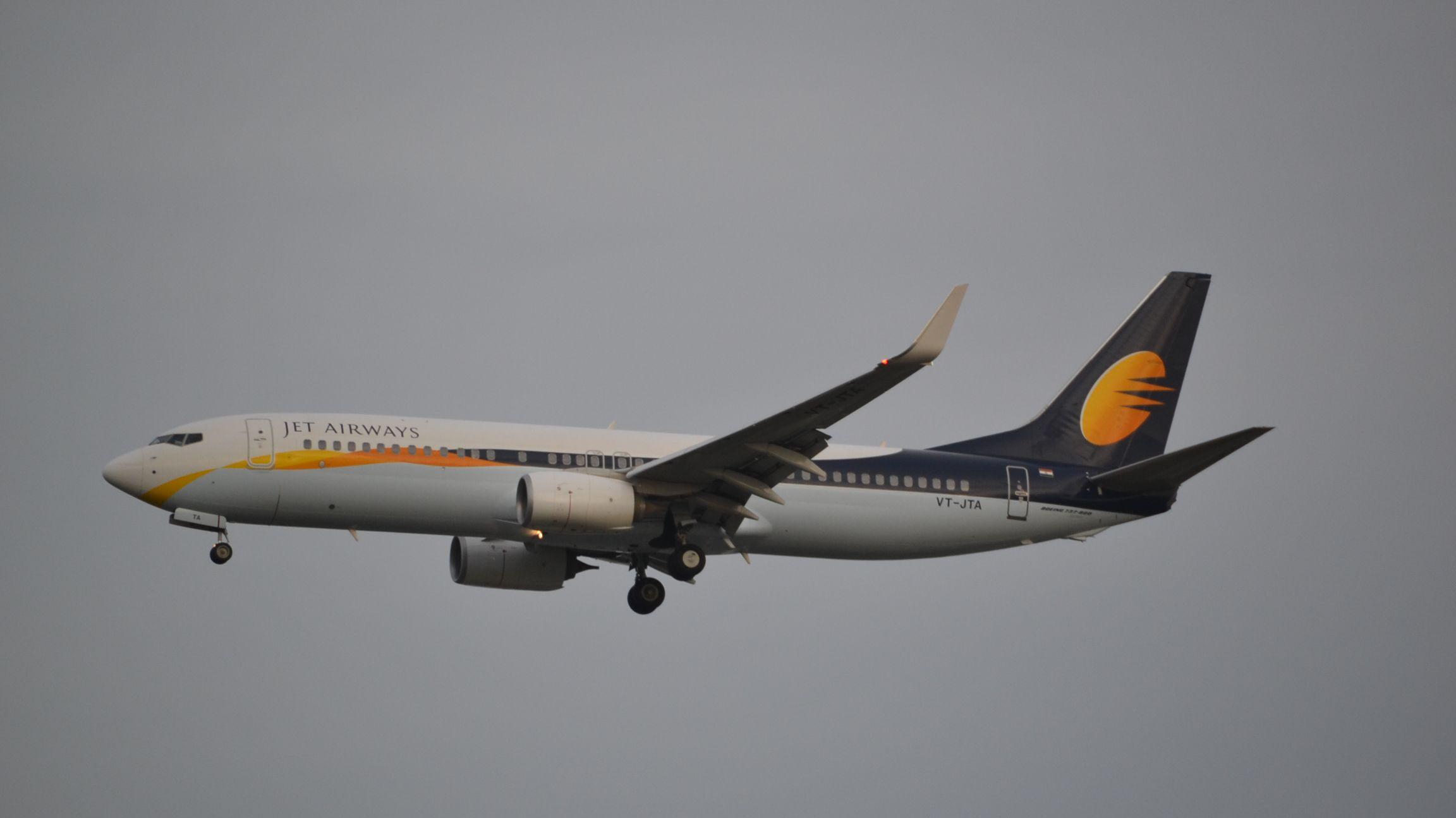 Boeing 737-85R(WL)
